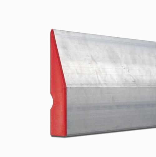 Алуминиев трапецовиден профил с тегло 1,160 кг. Размери 180 x 1,7 x 9,7 см. Пластмасови капачки. Приложение: при полагане на мазилки. Страна на произход: Унгария